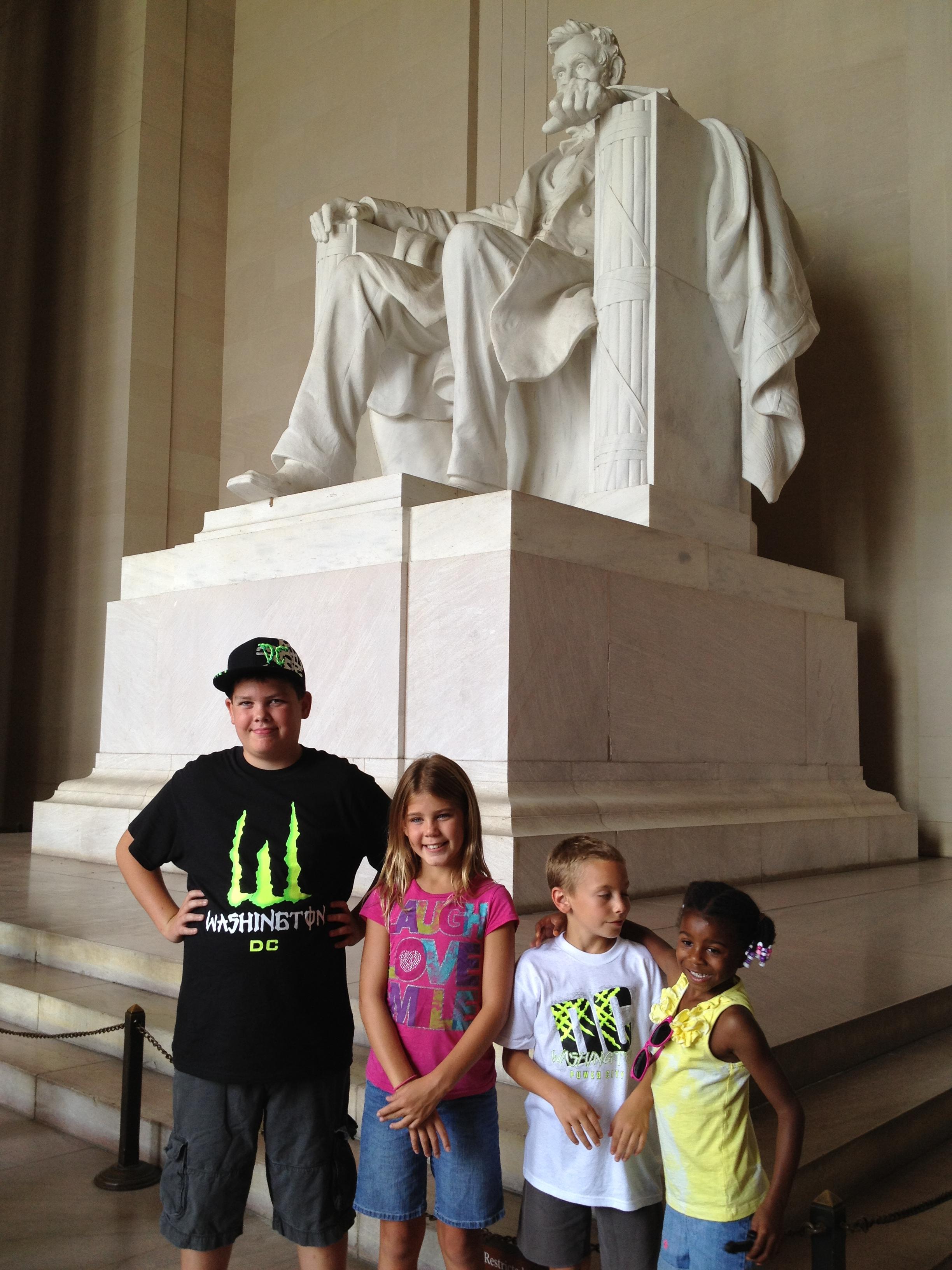 kids at Lincoln memorial
